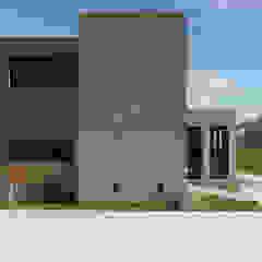 Fachada este Casas modernas: Ideas, imágenes y decoración de Florencia Tascón - Arquitecta Moderno