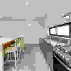 Minimalistische Küchen von La Desarrolladora Minimalistisch Eisen/Stahl