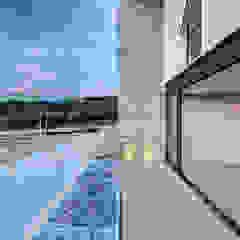 Minimalistischer Balkon, Veranda & Terrasse von La Desarrolladora Minimalistisch Stahlbeton