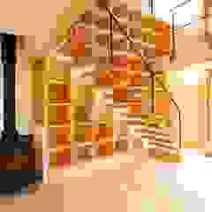 Wood stucco house モダンデザインの リビング の SSD建築士事務所株式会社 モダン 無垢材 多色