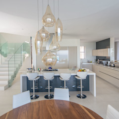 HOUSE I CAMPS BAY, CAPE TOWN Modern kitchen by MARVIN FARR ARCHITECTS Modern