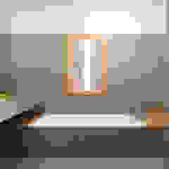 Minimalist style bathrooms by ALDENA Minimalist