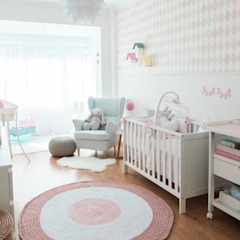 Quarto de Bebé Quartos de criança modernos por In&Out Moderno