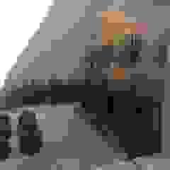 Tropical style gardens by Eneida Lima Paisagismo Tropical