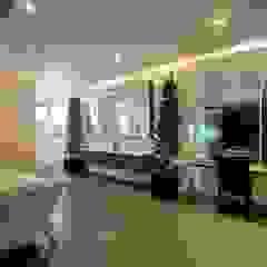 FRANKEL STREET Modern bathroom by Eightytwo Pte Ltd Modern