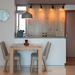 COSTA DEL SOL Scandinavian style dining room by Eightytwo Pte Ltd Scandinavian