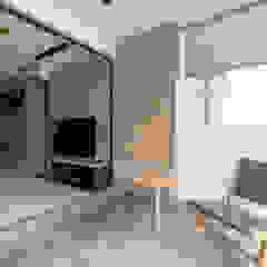 PARKLAND RESIDENCES Scandinavian style balcony, veranda & terrace by Eightytwo Pte Ltd Scandinavian