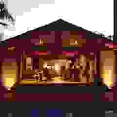 Tropical style balcony, porch & terrace by Lozí - Projeto e Obra Tropical