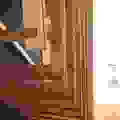 株式会社山崎屋木工製作所 Curationer事業部 Modern corridor, hallway & stairs Wood Wood effect