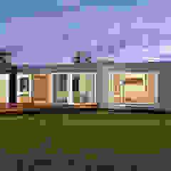 by Construcciones F. Rivaz Modern لکڑی پلاسٹک جامع