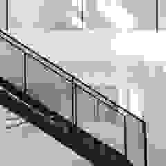 Escadas Metálicas para recintos aconchegantes Concessionárias rústicas por Kapp Industrial do Brasil Rústico Ferro/Aço