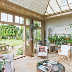 Beautiful Garden Room Classic style conservatory by Vale Garden Houses Classic Wood Wood effect