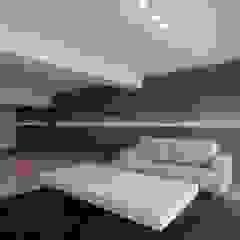 Modern Living Room by 有限会社ミサオケンチクラボ Modern