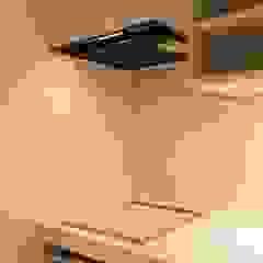 Modern Kitchen by 有限会社ミサオケンチクラボ Modern