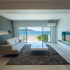 Modern Living Room by 有限会社ミサオケンチクラボ Modern Tiles