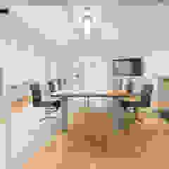 Besprechungsraum PFERSICH Büroeinrichtungen GmbH Klassische Bürogebäude