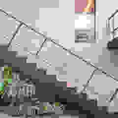 Casa LA - Esquadra Arquitetos + Yi arquitetos Corredores, halls e escadas modernos por Joana França Moderno