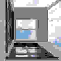Überdachte Terrasse Moderne Häuser von KitzlingerHaus GmbH & Co. KG Modern Holzwerkstoff Transparent