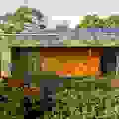 Green Roof & Solar Panels ZeroEnergy Design 現代房屋設計點子、靈感 & 圖片 Orange