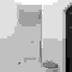 Pasillos, vestíbulos y escaleras de estilo ecléctico de Оксана Мухина Ecléctico