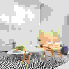 Renata Matos Arquitetura & Business ห้องนั่งเล่นของตกแต่งและอุปกรณ์จิปาถะ แผ่น MDF Beige