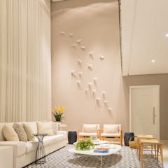 Renata Matos Arquitetura & Business ห้องนั่งเล่นของตกแต่งและอุปกรณ์จิปาถะ แผ่น MDF Multicolored