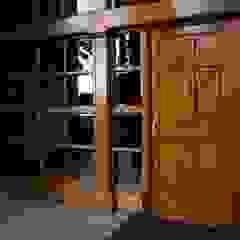 Puertas y ventanas clásicas de Ignisterra S.A. Clásico Madera Acabado en madera