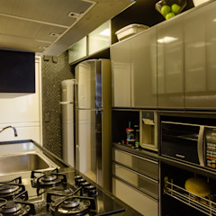 Modern kitchen by Caroline Lima Arquitetura Modern