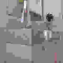 Daiana Oliboni Design de Interiores モダンスタイルの お風呂 MDF 白色