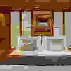 Amandira Yacht Iates e jatos asiáticos por Deirdre Renniers Interior Design Asiático Madeira Acabamento em madeira