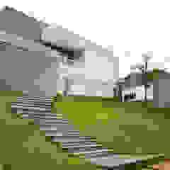 L2 Arquitetura Casas de estilo moderno Hormigón Gris