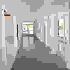 Modern media room by Lineasur Arquitectos Modern Ceramic