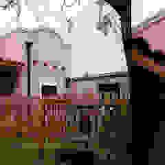 Casas de estilo colonial de MONARQ ESTUDIO Colonial
