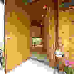 すわ製作所 Eclectic style corridor, hallway & stairs