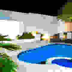 Casa ED Piscinas minimalistas por Lozí - Projeto e Obra Minimalista