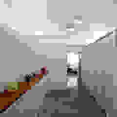 OYOUNG RESIDENCE 인더스트리얼 복도, 현관 & 계단 by HJL STUDIO 인더스트리얼 콘크리트