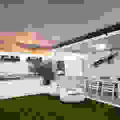 Mediterranean style balcony, porch & terrace by Ideas Interiorismo Exclusivo, SLU Mediterranean