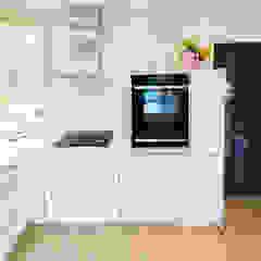 Bright and Light Cocinas de estilo moderno de Eco German Kitchens Moderno Tablero DM