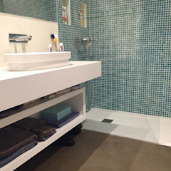 Casa de Banho em tons claros por 4Udecor Microcimento Moderno