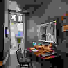 Sala de Estar com paredes em Microcimento por 4Udecor Microcimento Moderno