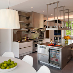 Catch & Release Modern Kitchen by Cunningham | Quill Architects Modern