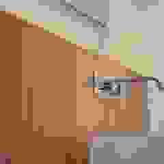 Casa de banho social em apartamento Casas de banho modernas por Dynamic444 Moderno Madeira Acabamento em madeira