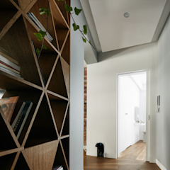 Girl and the cat Modern Corridor, Hallway and Staircase by BLACKHAUS Modern Wood Wood effect