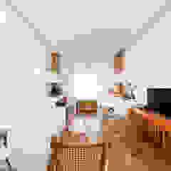 Residência Tanguá Salas multimídia minimalistas por Studio Leonardo Muller Minimalista
