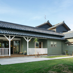 HOUSE-04(renovation) クラシカルな 家 の dwarf クラシック 木 木目調