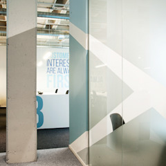 Kantor & Toko Gaya Industrial Oleh Iglesias-Hamelin Arquitectos c.b. Industrial Kaca