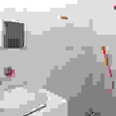 industriële sfeer in Oud-Zuid Eclectische badkamers van IJzersterk interieurontwerp Eclectisch Beton