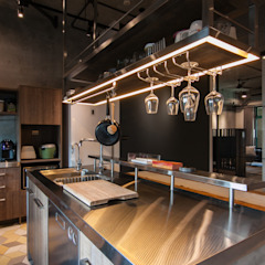 Industrial style kitchen by 珞石設計 LoqStudio Industrial