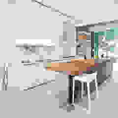 Grigio Cosmo Minimalist kitchen by Sensearchitects Limited Minimalist