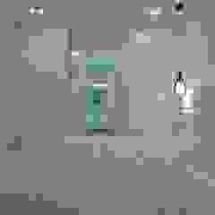 Habitação unifamiliar Closets minimalistas por Ivo Sampaio Arquitectura Minimalista MDF